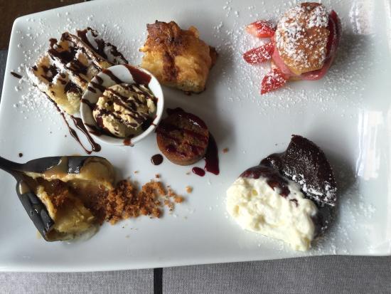 Saint Maurice, Frankrike: Café gourmand,farandole de desserts,salade du Périgord