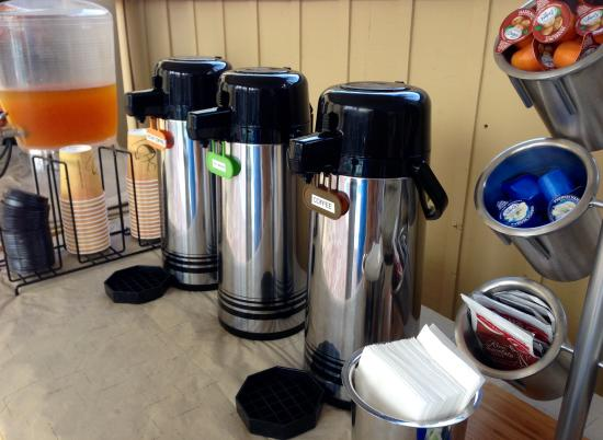 ‪‪Coronado Inn‬: Coffee, Juice and condiments for continental breakfast‬