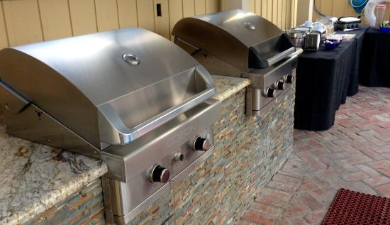 Coronado Inn: Stainless steel BBQ Grills for guests