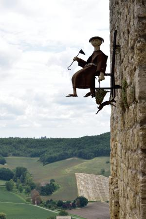 Lauzerte, France: 壁のオブジェ