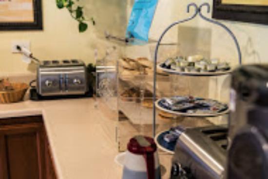 Ocean Villa Inn: breakfast room