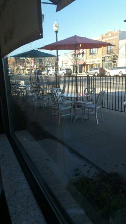 Oxford, MI: Outside seating