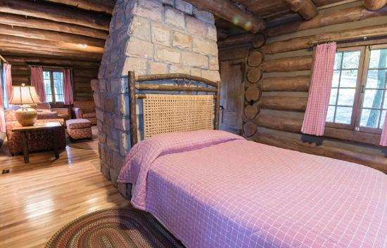 ADORABLE Rustic Cabin! - Review of Pine Mountain State Resort Park ...