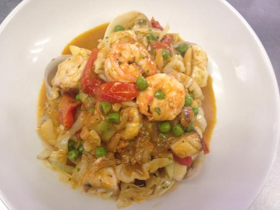 Il Leone Mastrantonio: Seafood with cabbage and peas