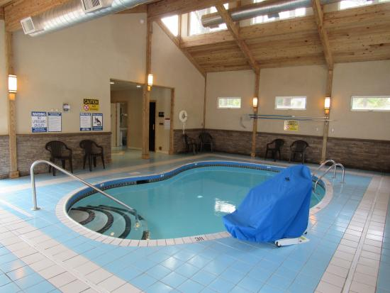 Lake N Pines Motel: Indoor Pool Building