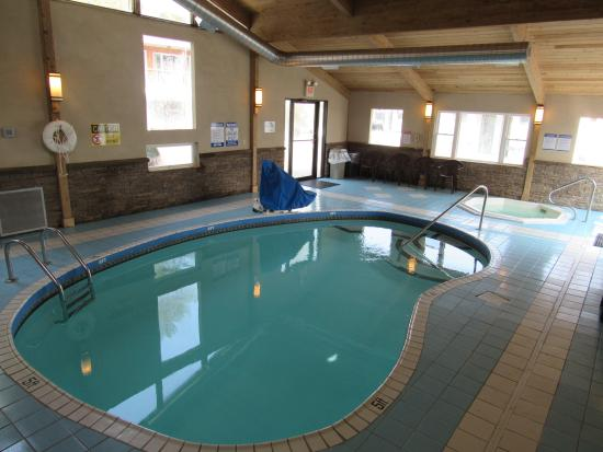 Lake N Pines Motel: Indoor Pool & Hot Tub Area