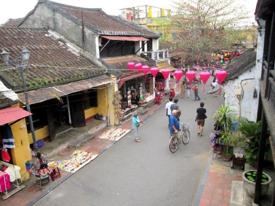 The Old House of Phun Hung : The street below as seen from the verandah at the upper floor