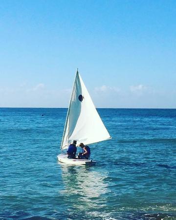 Rincon Sailing: Sailing off