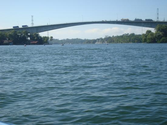 Puente sobre Rio Dulce, Esta ruta conduce hacia Tikal, Peten.