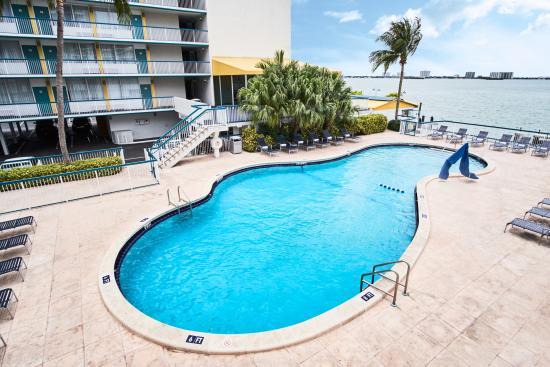 North Bay Village, FL: Pool