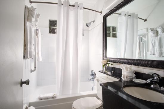 North Bay Village, FL: Bathroom
