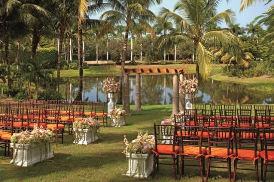 The Ritz-Carlton Golf Resort, Naples: Lake Lawn Wedding