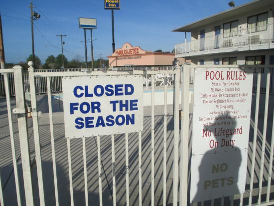 Motel 6 Lumberton : In-ground swimming pool