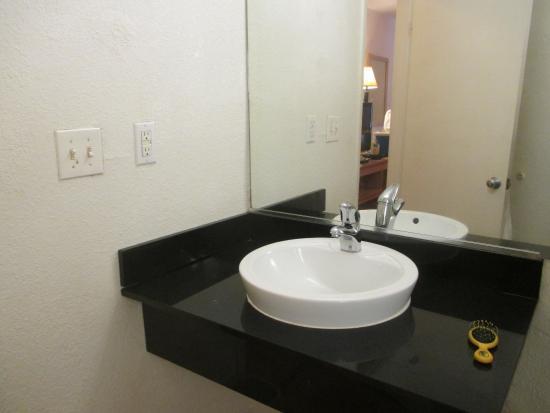 Motel 6 Lumberton : Sink