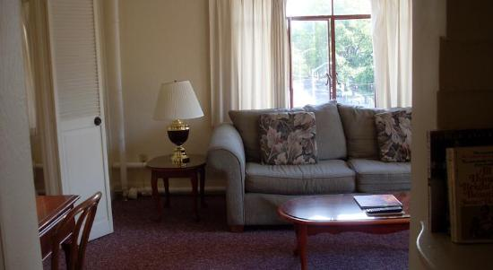 Baroness Hotel: Living Room
