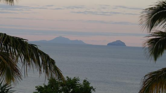 Woodlands, Montserrat: Ocean view from the backyard