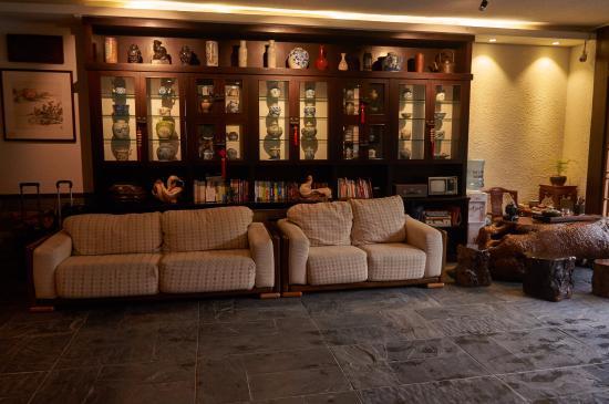 Aroma Tea House: Lobby