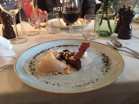 Simrishamn, Σουηδία: Lax, gnocchi och bakad mörk choklad.