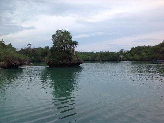 Muna Island, إندونيسيا: Crystal clear water, located around one hour drive from the capital of Kabupaten Muna on the  Is