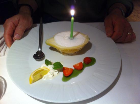 Duernten, Schweiz: Italienisches Spezialitätenrestaurant mit Charme und viel Liebe eingerichtet. Auf Wunsch wird no