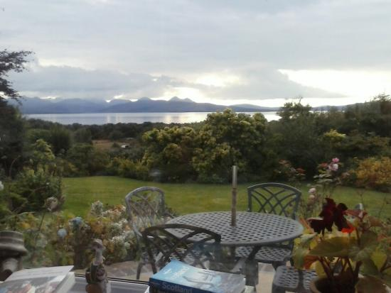 Badicaul, UK: View from inside the house, overlooking the garden. That's where we'd normally have our dinner.