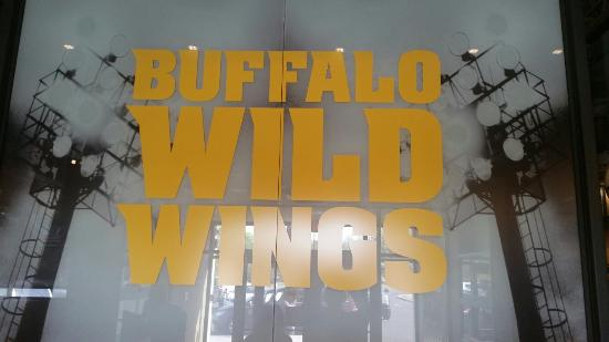 ‪Buffalo Wild Wings‬