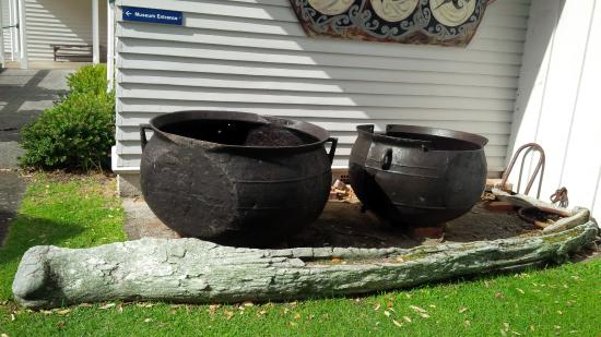 Russell Museum: Whale cooking pots