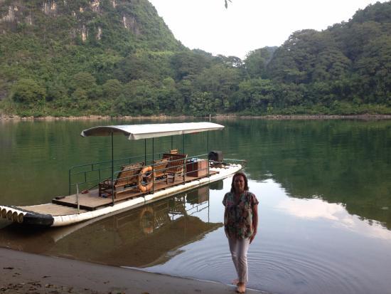 Li River Resort: Abajo del hotel, la playa sobre el Río Li. Nos dimos muy buenos baños en ese lugar!