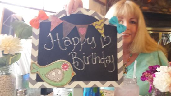 Prescott Valley, AZ: Tablecloth, flowers, Happy Birthday board and free dessert