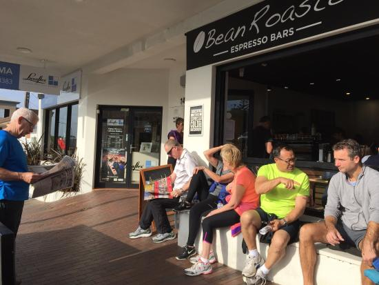 Kiama, Australia: Busy Saturday morning at the best coffee shop.