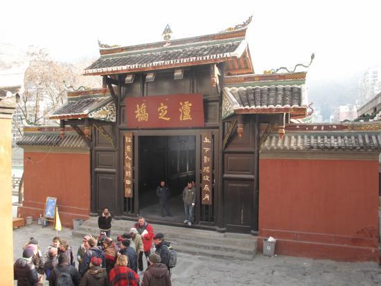 Luding County, الصين: Вход на мост Лудинг с запада