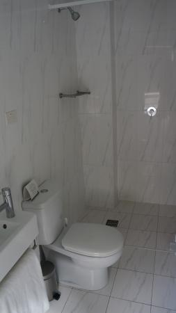 Quest Potts Point: Shower area of smaller suite