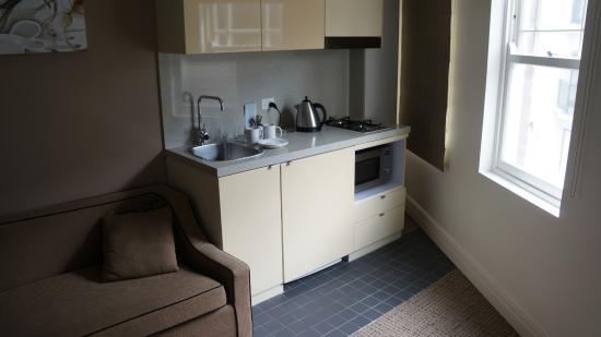 Quest Potts Point: Kitchen area of smaller suite