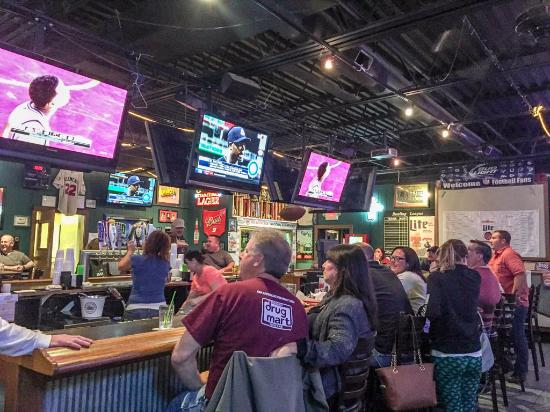 Brunswick, OH : Dive bar with plenty of screens