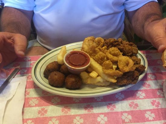 Linden, TN: Boudreaux Bob's