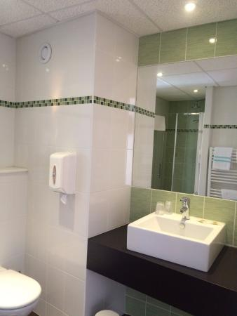 Hotel Le Grand Turc : New room - shower only