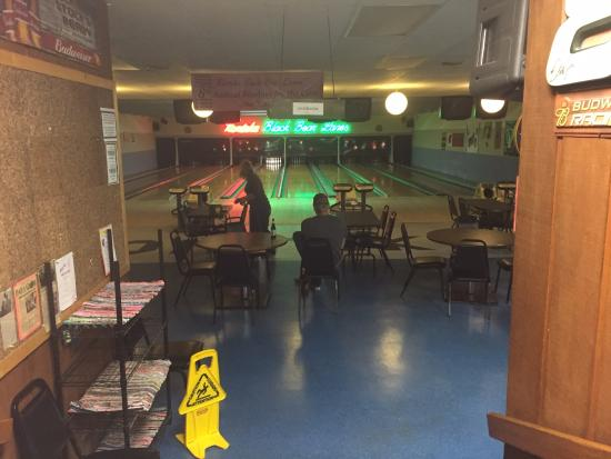 White Pine, MI: Bowling alley