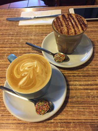 Blackheath, ออสเตรเลีย: Flat White and Caffe Mocha