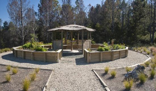 Kaiteriteri, Nueva Zelanda: Split Apple Lodge - Garden