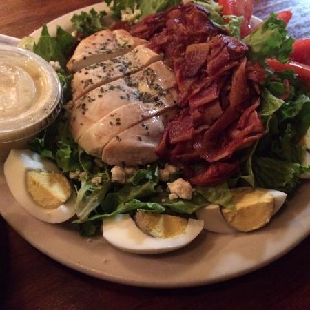 Shepherdstown, فرجينيا الغربية: My husband's salad
