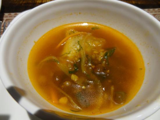 Burma Burma Restaurant & Tea Room: Samuza Hincho (Samosa soup)