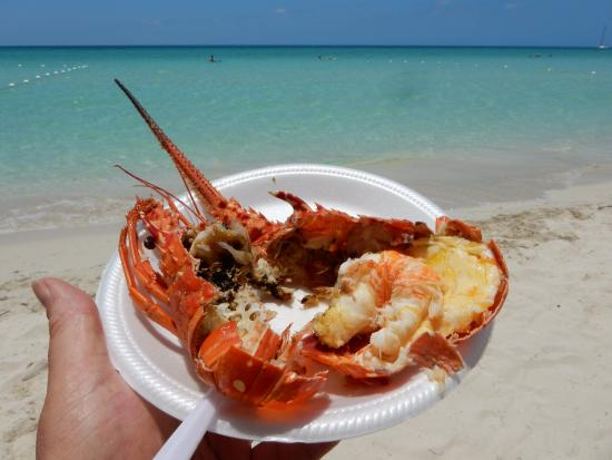 Fun Holiday Beach Resort : Ten bucks whole steamed lobster from a passing beach seller. So worth it!