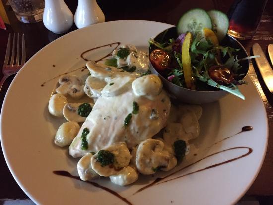 Pontypool, UK: Delicious Creamy Gnocchi and Chicken!