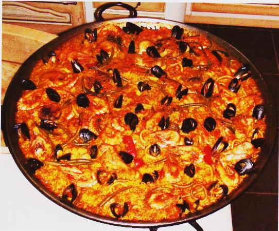 Sablet, Frankrig: notre paella à déguster tous les vendredis midi