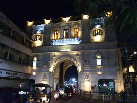 Kambhalia Gate