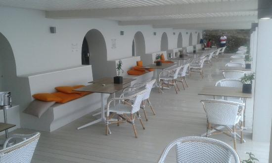 Agios Gordios, Greece: The gem of the hotel is the Areti restaurant and all the staff they are making this stay tolerab
