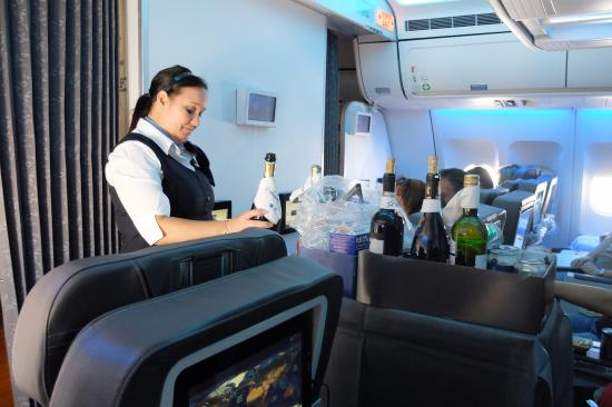 apero service in club class picture of air transat world tripadvisor. Black Bedroom Furniture Sets. Home Design Ideas