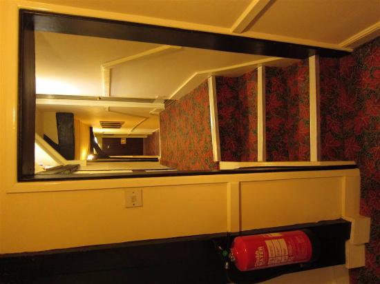 George Hotel : Kruip-door-sluip-door gang van het hotel