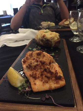 Rhinelander, WI: The food there was delicious! We had the mushroom ravioli, the chicken piccata, the salmon & the