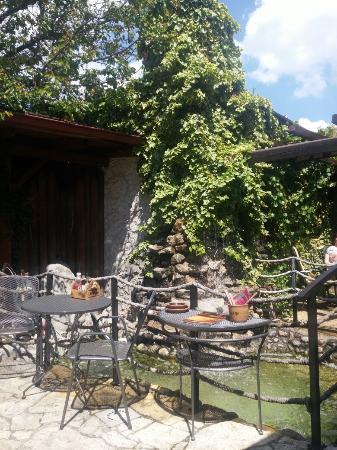 Taverna Restaurant